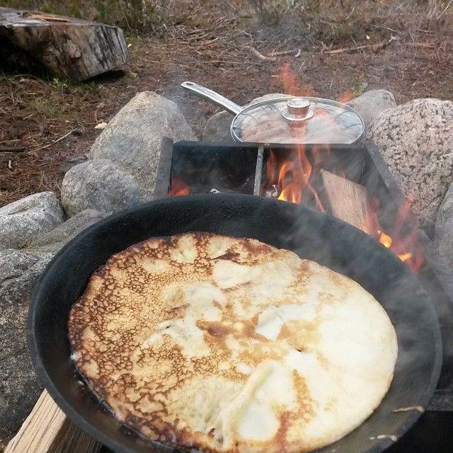 Husky Barnkalas i skogen och första pankakan är klar