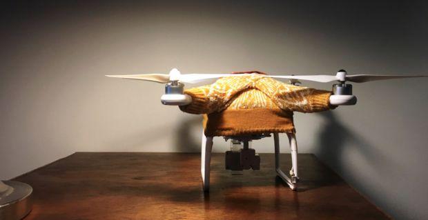 Технологии будущего по-домашнему: дизайнер из Калифорнии одела дроны в рождественские свитера http://joinfo.ua/inworld/1191735_Tehnologii-buduschego-po-domashnemu-dizayner.html