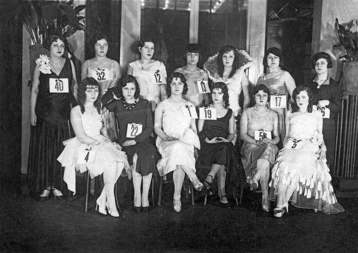 Yıl 1930. Türkiye Güzellik Yarışması finalistleri. Fotoğraf: Cengiz Kahraman