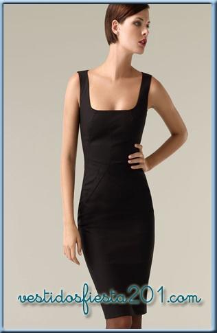 Outfit vestido negro a la rodilla