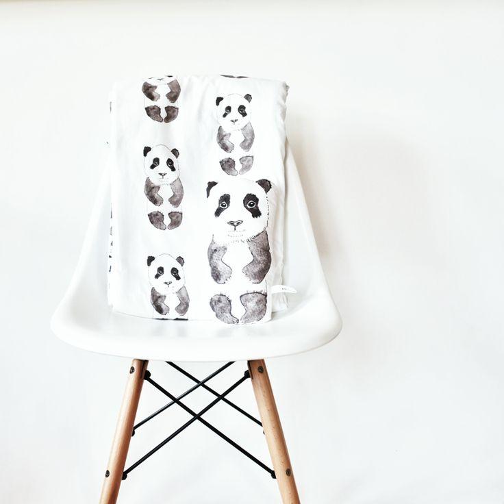 zit een beetje in de panda flow.. haha, maar deze is toch ook super cool.. is een lekker zacht dekentje, kost wel € 99,- maar te leuk toch..?!