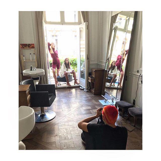 Кутюрная неделя моды в Париже это не только front row красивая одежда и закрытые вечеринки с выступлением Pharrell'а но и большой глянцевый труд. Снимаем для сентябрьского номера: оранжевая голова за работой угадаете кто?:) #lofficielrussia #paris  via L'OFFICIEL RUSSIA MAGAZINE INSTAGRAM - Fashion Campaigns  Haute Couture  Advertising  Editorial Photography  Magazine Cover Designs  Supermodels  Runway Models