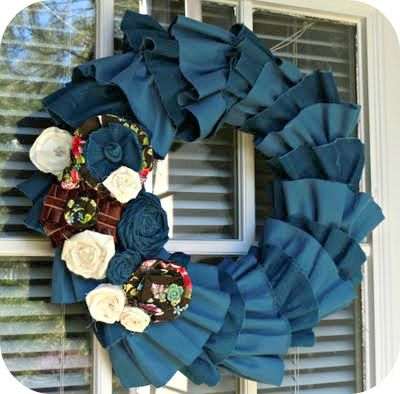 This site shows you 90 wreaths you can make..everything from balloon wreaths, mesh wreaths, paper and ribbon wreaths, grapevine...oh, this is great!