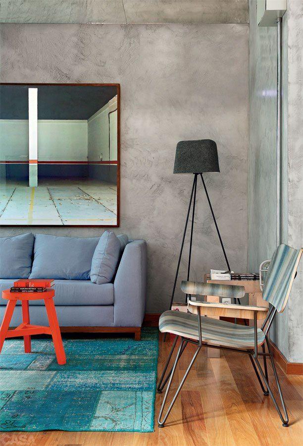 trochę kolorów i drewniana podłoga ożywią nawet najbardziej surowe wnętrze, prawda? :)
