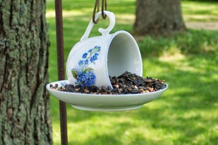 mangeoire oiseaux tasse à café avec tournesol