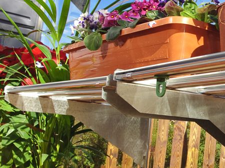 This heavy duty greenhouse shelf kit from Palram is designed to fit all greenhouse models. It installs in minutes and can easily be repositioned or removed if your needs change. Each shelf supports up to 40.8 kg (90 lb.). The extra deep shelves are ideal for storing large pots, soil bags, fertilizers and garden supplies.