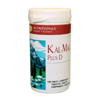 INTEGRATORE DI CALCIO E MAGNESIO. Per chi vuole aiutare le proprie ossa, Kal Mag Plus D contiene calcio e magnesio in rapporto 2:1, l'ideale per facilitarne l'assimilazione da parte dell'organismo umano. Il calcio rinforza ossa e denti, e svolge un ruolo essenziale nel consentire la contrazione muscolare. Il magnesio è importante per i tessuti muscolari e coopera con il calcio per il benessere del sistema cardiocircolatorio. Scopri i dettagli su www.viveresano.net