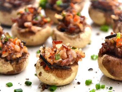 Mini Quinoa and Rice Stuffed Mushrooms: Stick 'em in your lunch box or keep some in the fridge for a quick between-meals snack.Stuffedmushrooms, Nut Stuffed, Gluten Free Vegan, Stuffed Mushroom Recipes, Food, Mushrooms Recipe, Stuffed Mushrooms, Pine Nut, Healthy Recipe