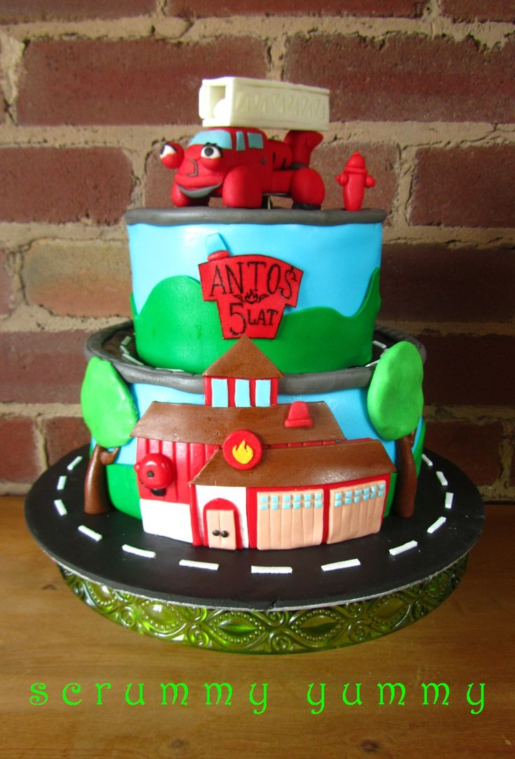 Heroes of the city Fiona fire engine by scrummy yummy cake craft