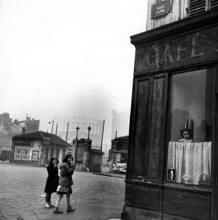 Robert Doisneau, The little girl at the window, Paris, 1953
