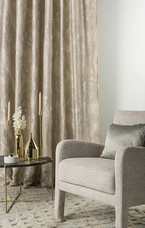 Woven in Italy using a mix of linen and synthetic yarns, Caledonia by Mokum features subtle hibiscus flowers. Weaving the artwork in a metallic palette, Caledonia offers a sophisticated take on a classic tropical pattern. #mokumtextiles