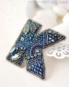 Beaded brooch / Купить Брошь вышитая бисером «Буква К» - тёмно-синий, брошь вышитая бисером