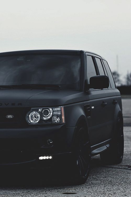 Ohh what a beautiful picture - beautiful black matte range rover sport