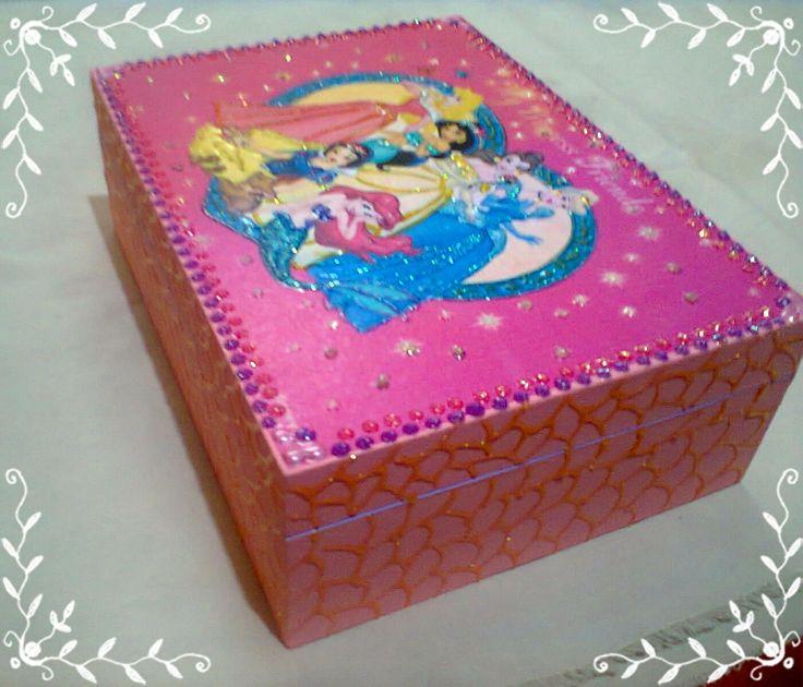 Caixa de maquiagem em MDF - As princesas