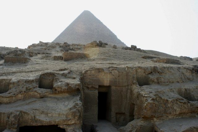 Giza Plateau of Egypt : Labyrinth of Tunnels and Shafts Under the Pyramids - Most Egyptologists scoff at the notion the labyrinth was made before the time of the pharaohs, but the extreme weathering and the build up of salts on the tunnel surfaces, residue from water travelling through the tunnels for extended periods of time indicate far otherwise