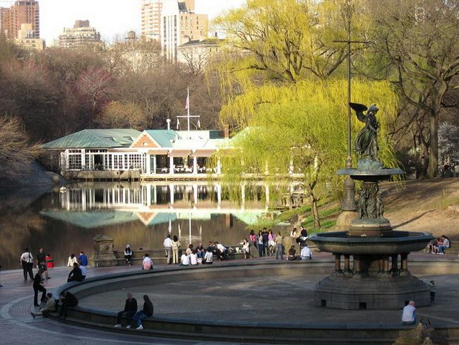 Central Park | Central Park | New York City -boathouse in background