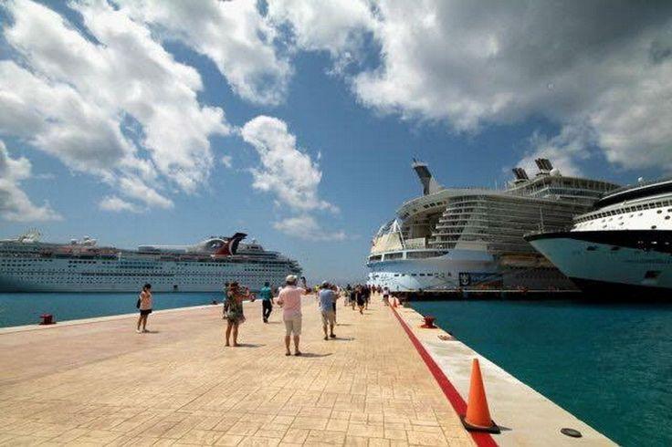 * En la semana que comprende del 9 al 15 de octubre, llegarán 26 cruceros a Cozumel y Mahahual * La industria de cruceros de Quintana Roo continúa siendo la más sobresaliente de México y Latinoamérica. Cancún, Quintana Roo a9 de octubre de 2017.- La directora general de la Administración Portuaria Integral de Quintana Roo…