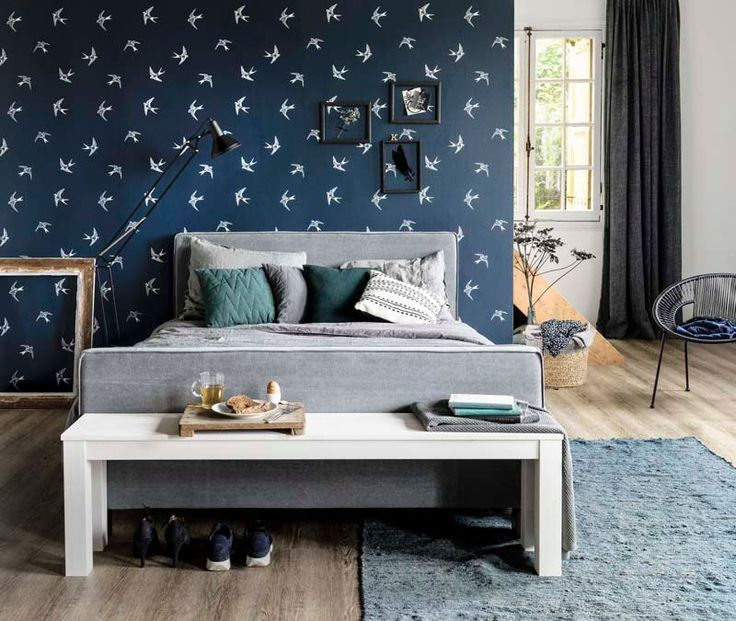 KARWEI   Je kan eenvoudig je slaapkamer restylen zonder alles om te gooien. De kamer krijgt een geheel andere uitstraling met dit mooie behang!