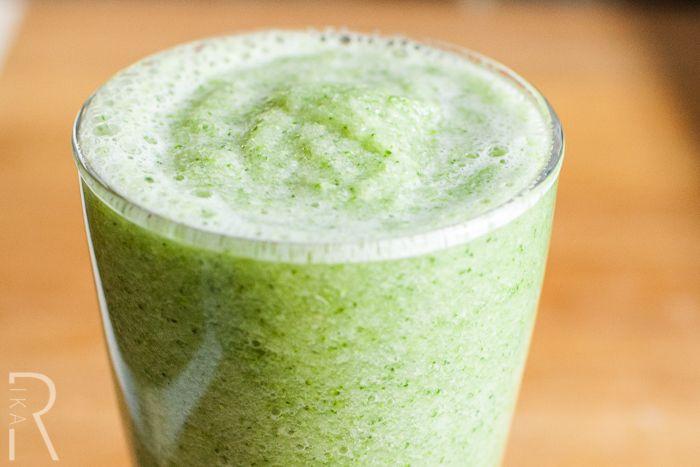 #Raw #Vegan Broccoli Celery Apple Mint Juice