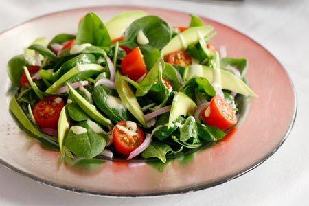 Σαλάτα με σπανάκι, αβοκάντο και ντοματίνια - Συνταγές | γαστρονόμος