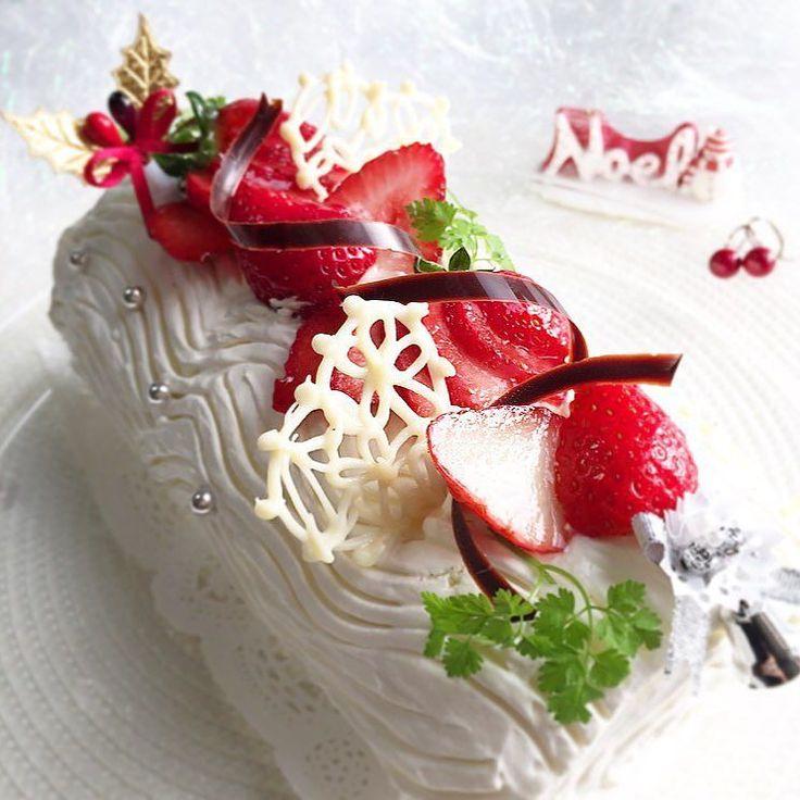#ブッシュドノエル 2015.12.25     : :  Merry Christmas   : :    今夜のパーティ用のケーキ完成しました   #ぷるベリー#おうちカフェ#手作り#手作りケーキ#いちご#いちごケーキ#ロールケーキ#クリスマス#クリスマスケーキ #homemade#cake#Xmas#strawberry by puruberry