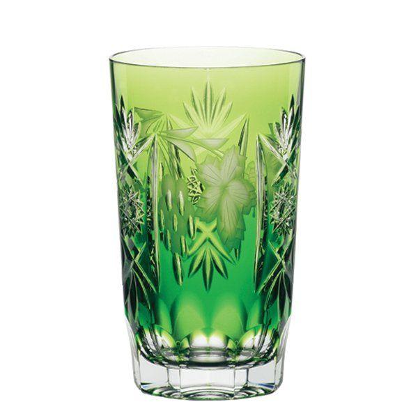Ποτήρι νερού ή χυμού σε πράσινο χρώμα.