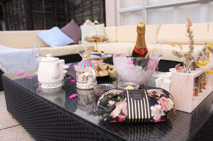 HIGH TEA AT HOME FOR A SPECIAL MOTHER'S DAY.