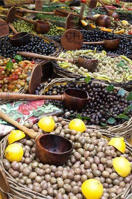 Baskets of Olives at Market, Provence, France, Numer utworu: RAD0084520, Fotochannels