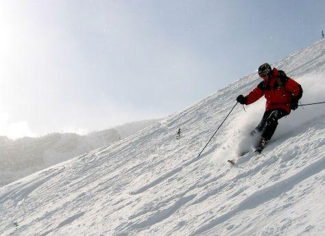 Pour éviter une entorse du genou ou tout autre bobo pendant vos vacances au ski, soyez en bonne condition physique avant de dévaler les pistes. Besoin d'aide ? Et si vous faisiez appel à un coach sportif ?