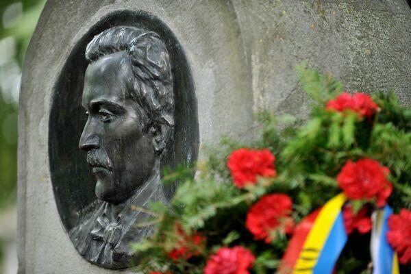 Mormântul poetului Mihai Eminescu, din Cimitirul Bellu