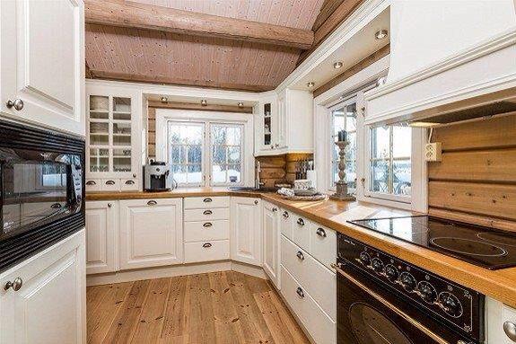 Kjøkken i heltre, tilpasset av snekker