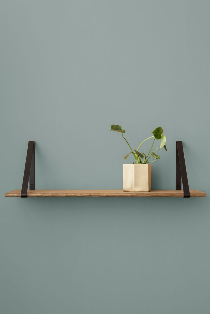 Create the perfect shelf to fit in with your decor by choosing the shelf base and shelf brackets. The shelf base is available in 3 variations and the shelf brackets are available in 5 colours.