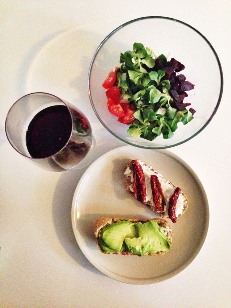 A Healthy snack & a glass of wine on a Friday afternoon, before I head out - www.urbankristy.com