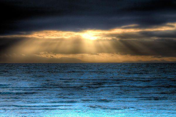 rays,sun,clouds,ocean,sea,sea scape ,water,sky,tropical, b.c.,vancouver,skyscape,blue,sun rays,seascape,landscape,waterscape,weather,waves,blue