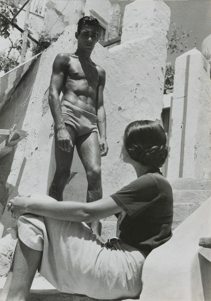 Calascio - Primi raggi di sole, Calascio, Abruzzi, Italy ~ Capri, 1935. Photo: Herbert List.