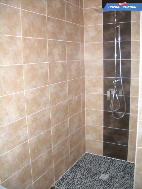 Les 25 meilleures id es de la cat gorie salle de bain marron sur pinterest couleurs marron for Accessoire salle de bain marron