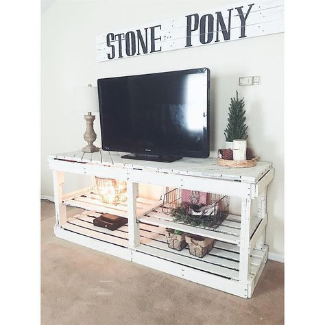 DIY pallet entertainment center • tv • farmhouse style