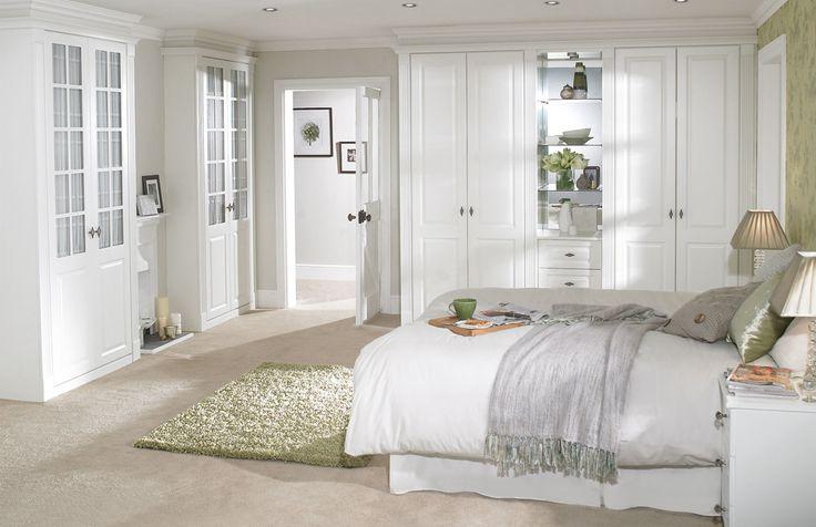 Aranżacja sypialni nie stwarza zwykle problemów z kontekście umeblowania – łóżko, szafa na ubrania i nocne stoliki to klasyka. Ale jaką tonację kolorystyczną wybrać?  #dekoracje #sypialnia #sklep #DecoArt24