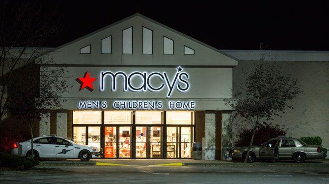 Bij een schietpartij in een winkelcentrum in Burlington, in de Amerikaanse staat Washington, vielen eind september 2016 vijf doden. De dader bleek een 20-jarige man uit Oak Harbor, eveneens in de staat Washington. Ook in Baltimore, in de Amerikaanse staat Maryland, geraakten in hetzelfde weekend acht mensen gewond bij een schietpartij op straat.
