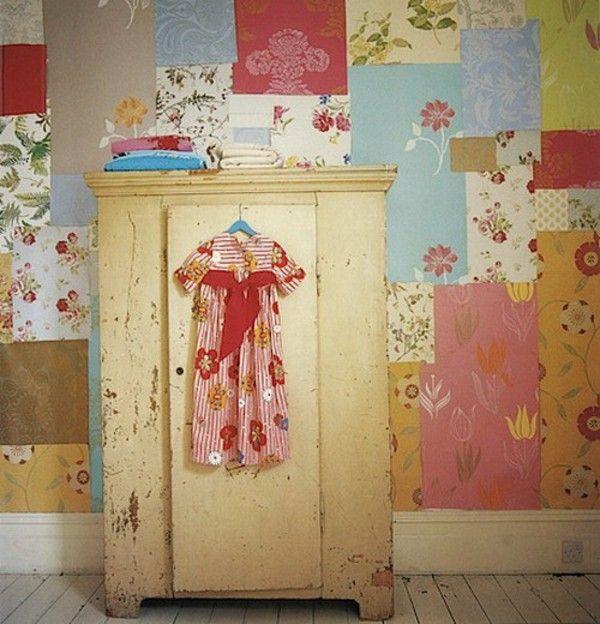 Wallpaper Penuh Warna Pada Tembok Tua