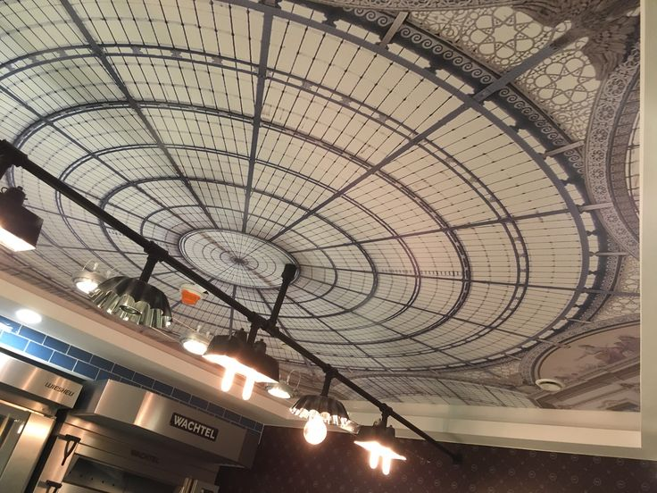 Sufit napinany w stylu paryskiej Galeries Lafayette. / Stretch ceiling in the style of the Parisian Galeries Lafayette.