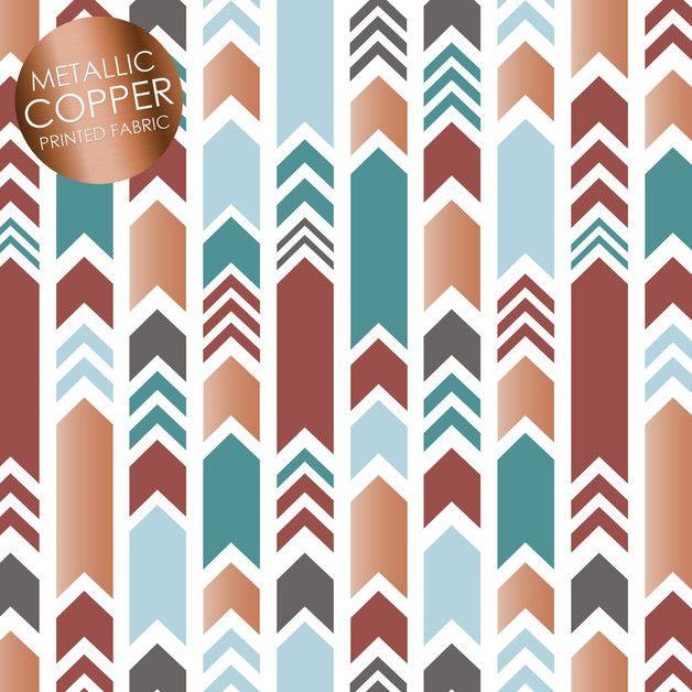 Toller Stoff aus der Serie Marsala Moment mit leichtem glänzenden Effekt in den kupferfarbenen Teilen von Camelot Fabrics. Die Streifen sind ca. 1,5 bis 2 cm breit.  Der Stoff ist 112 cm breit