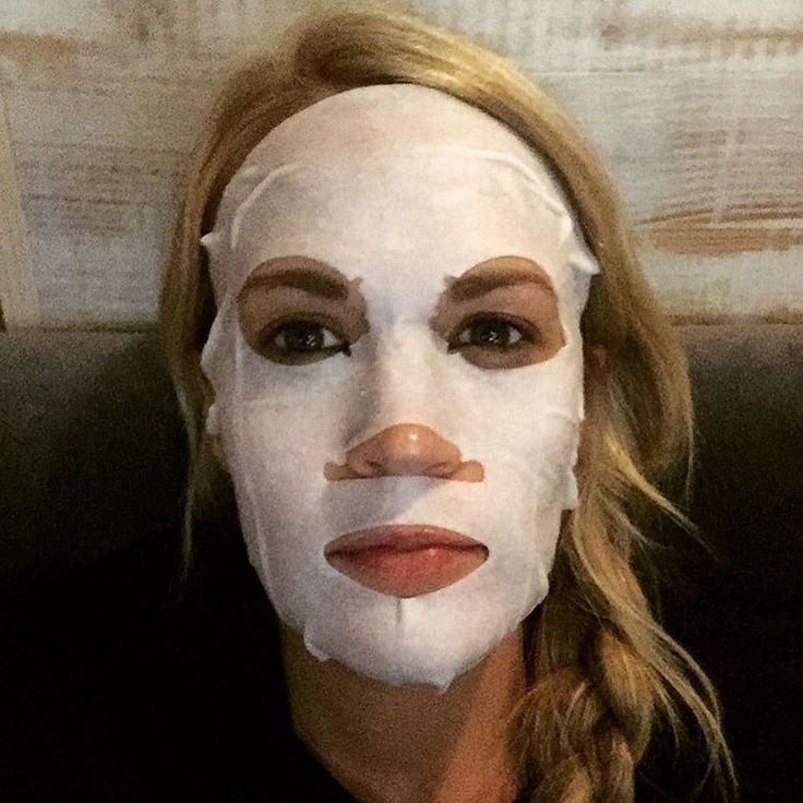A little mask and relax on the bus...feels good. Carrie Underwood uses Skii mask also! I need this.
