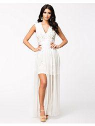 http://nelly.com/se/kl%C3%A4der-f%C3%B6r-kvinnor/kl%C3%A4der/festkl%C3%A4nningar/nly-eve-1103/floral-cut-long-dress-300749-912/
