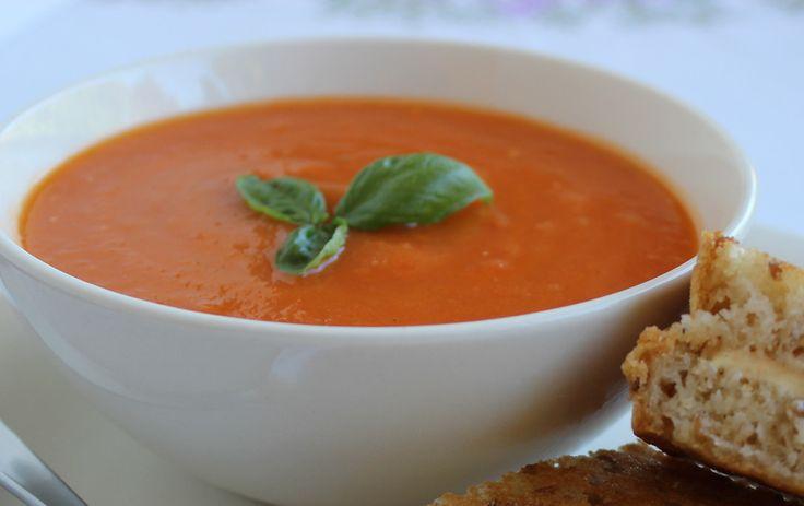 """<p class=""""aantalpersonen"""">4 personen</p> <p class=""""bereidingstijd"""">50 minuten</p>  <p style=""""font-style:italic;"""">Verse Tomaten Basilicum Soep is zoveel lekkerder dan soep uit een b..."""
