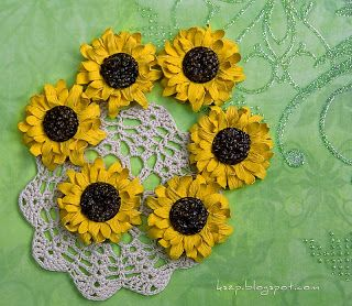 Klaudia/Kszp: kursy - This gals cards and flowers are amazing.  Picture tut on how to make these paper flowers.