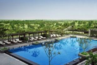 Gorgeous swimming pool in ApartHotel in Delhi