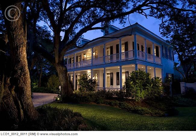 There's just something about an old plantation style house that I love...they're comfy and perfect for entertaining and hosting.