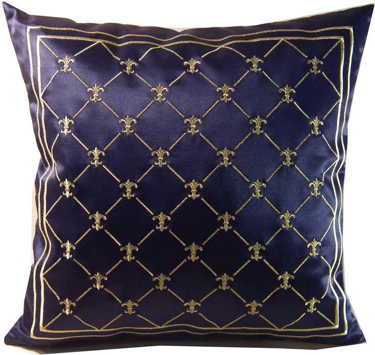 haftowana złotem poduszka z kolekcji lilijki na lekko atłasowej tkaninie - wykonywana na zamówienie
