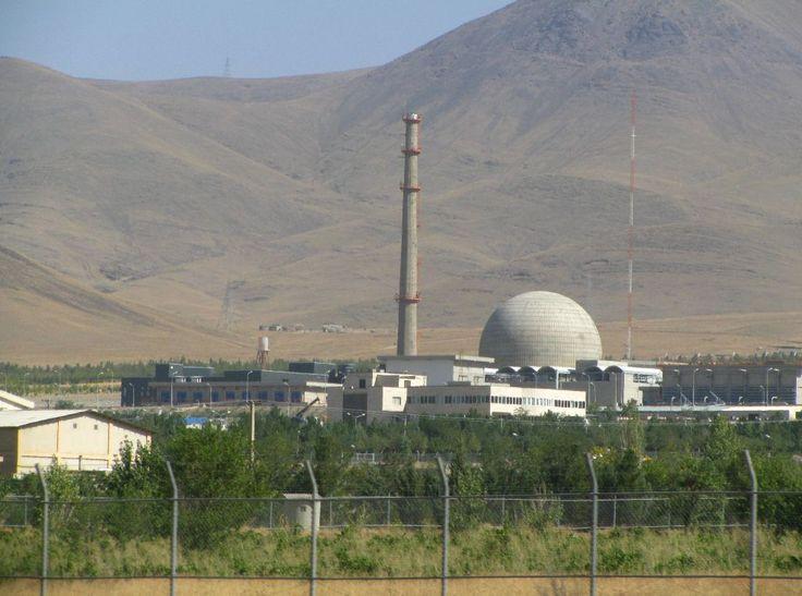 "AS akan membeli 32 ton material nuklir dari Iran untuk ""penelitian""  WASHINGTON (Arrahmah.com) - Amerika Serikat akan membeli 32 ton air berat (Heavy Water) dari Iran untuk membantu Iran mengurangi skala program nuklirnya kata Departemen Luar Negeri Jum'at (22/4/2016). Heavy Water merupakan material penting untuk reaktor nuklir  ""Transaksi ini menyediakan produk kritis untuk industri AS dan juga memungkinkan Iran untuk menjual Heavy Water-nya yang berlebih"" kata juru bicara John Kirby…"